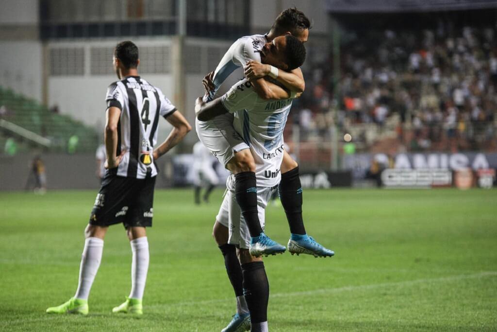 Grêmio GOLEIA o Atlético-MG
