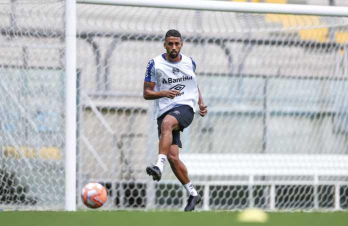 Grêmio empresta o volante Michel