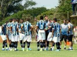 Time de transição do Grêmio treina